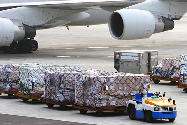 dịch vụ vận tải hàng không quốc tế và nội địa